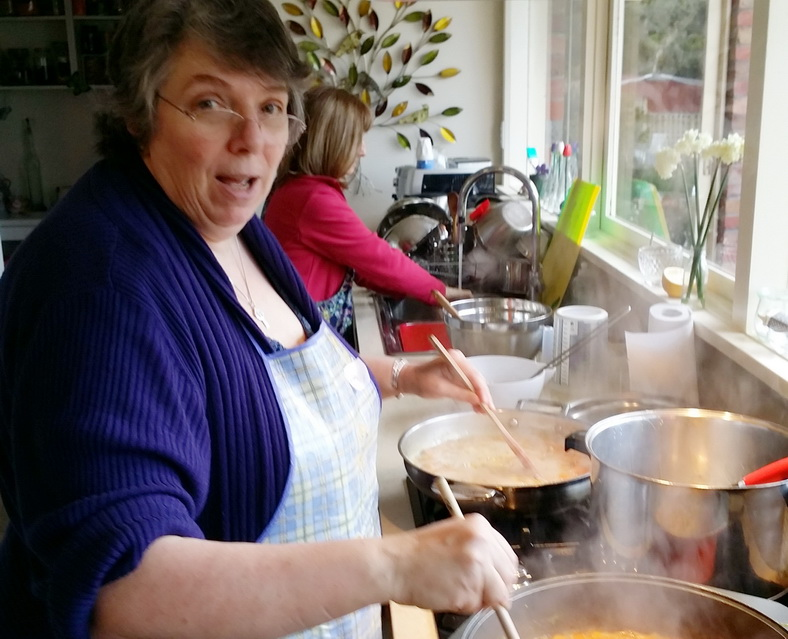 multi-dextrous Susan stirring two pans at once